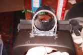 кусок трубы на кожухе рулевой рейки