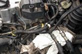 Откручиваем ткубки подачи топлива ВАЗ 2110