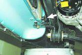 отвернуть пробку сливного отверстия на радиаторе