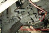 Снимаем защиту двигателя (брызговик),Отключаем фишку с выключателя заднего хода