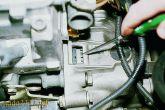 риска на маховике расположена напротив прорези крышки картера сцепления