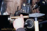 Выбить ступицу из поворотного кулака через выколотку из мягкого металла