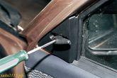 открутить винт крепления рычага регулировки зеркала ваз 2110