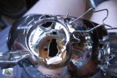 вытащить колпачок внутри отражателя фары ваз 2110 бош