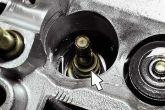 маслосъемный колпачок и направляющая втулки клапана