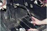 вытаскиваем трос сцепления ВАЗ 2110 через салон
