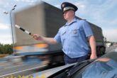 инспектор ДПС останавливает ТС