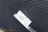 чистка сеточки колонок зубной щеткой