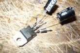 Припаиваем к короткой ножке диод, а затем конденсаторы