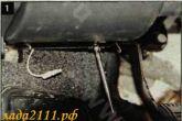 «Крестовой» отверткой отворачиваем 2 винта крепления петель крышки блока.
