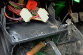 два выреза под скобу в монтажном блоке