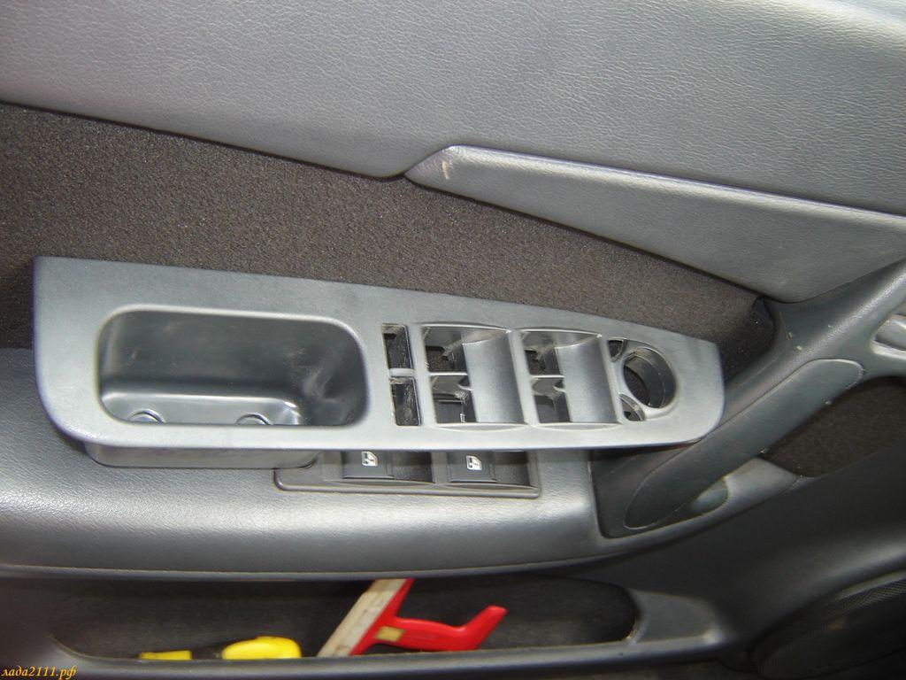 Проблема только в том, что на Ладе Приоре схема подключения...  Некоторые машины в дверях имеют небольшой карман...