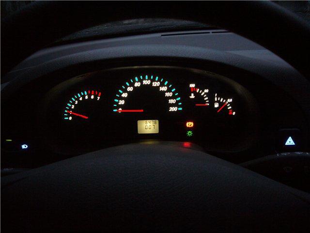 Конечно же гараздо приятнее ехать тогда, когда приборная панель автомобиля красиво подсвечивается.