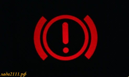 """Загорается лампа """"(!)"""" при нажатии на тормоз, что делать"""