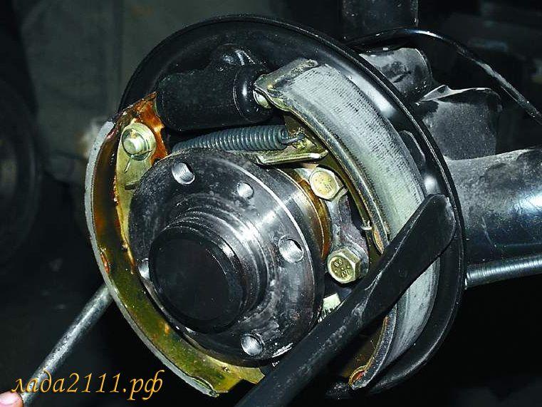 Замена задних колодок ВАЗ 2110, 2111 и 2112