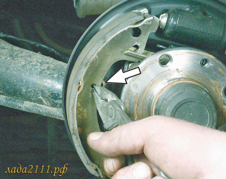 Фото №10 - замена задних тормозных колодок ВАЗ 2110