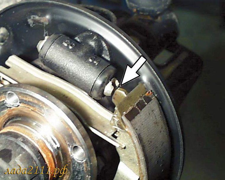 Установить тормозной барабан в