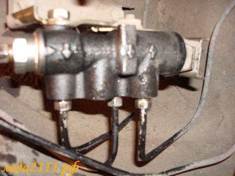 Фото №19 - как поменять тормозную жидкость на ВАЗ 2110