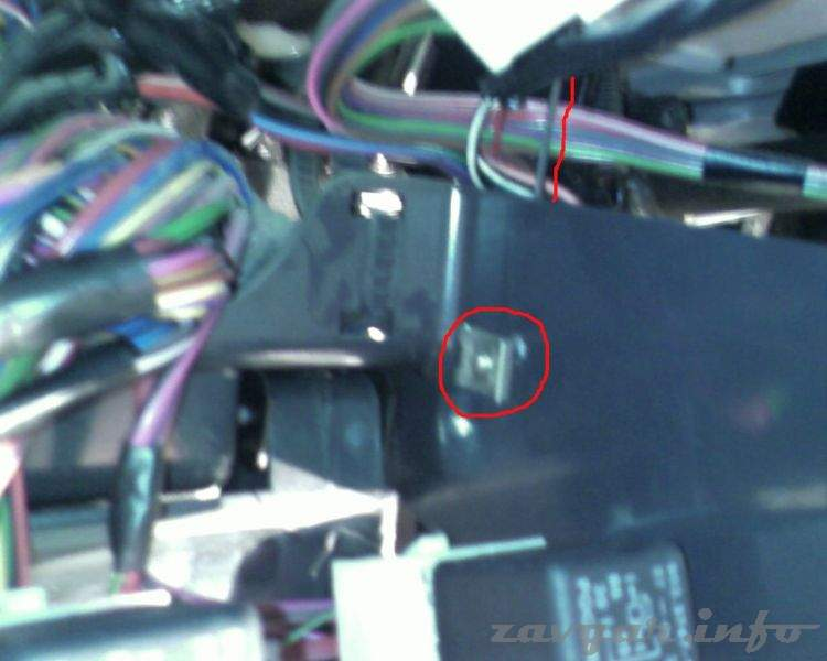 Где находится реле сигнала ваз 2110 инжектор старая панель