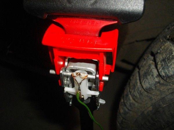 Фото №8 - датчик ремня безопасности ВАЗ 2110