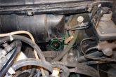 Отсоединяем минусовой провод вентилятора от кузова и плюсовую клемму