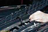 отсоединить трубки от жиклеров стеклоомывателей