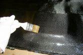 наносим второй слой на карбон, размазывая
