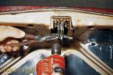 Рассверлить отверстие в бобышке привода замка