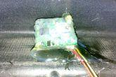 закрепляем камеру заднего вида термоклеем