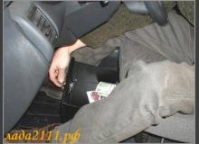 Автомобильный сейф или второй вещевой ящик